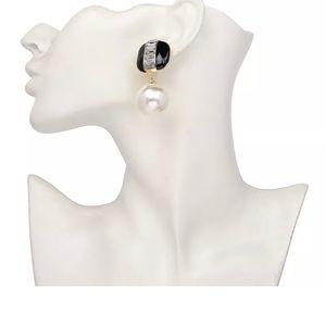 Jewelry - Beautiful Faux White Pearls GREEN Enamel Earrings